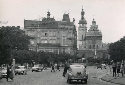 Transport on Halytska square