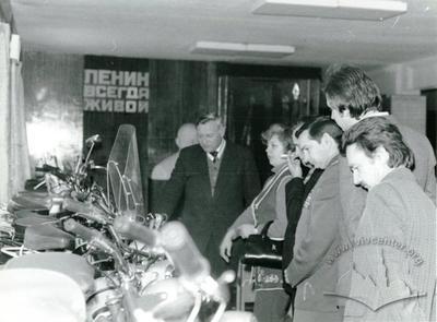 USSR astronaut Veleriy Bykovskyi surveys production of Lviv motor plant