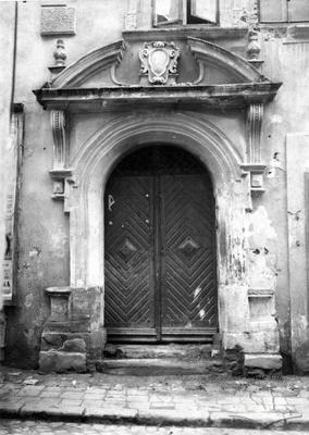 Portal of the old building on Bliakharska St., 19