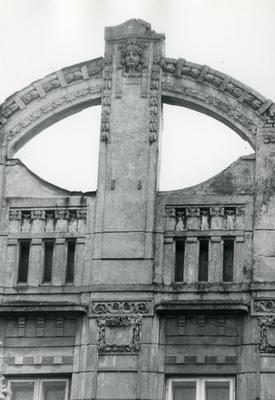 Декор фасаду з маскароном- Вулиця Бандери, 39-41