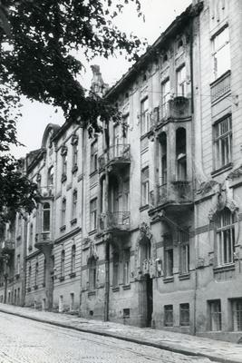 Buildings at 124, 126 Franka St.