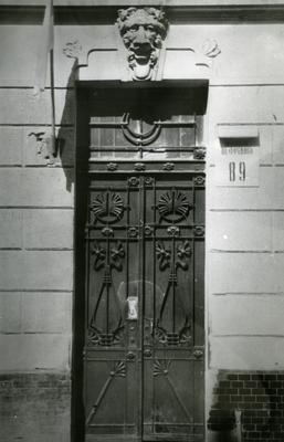 Main entrance at 89 Franka St.