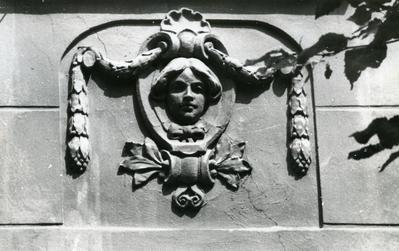 Mascaron at 33 Snopkivska St.