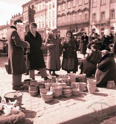Street scene on Rynok Square