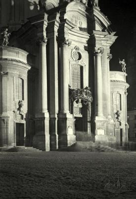 Night view of Dominican church