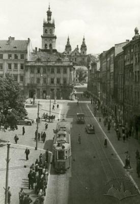 Southern side of Rynok square and Ruska steet