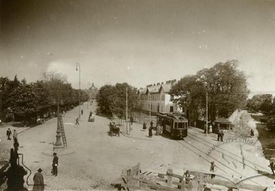 Трамвай на Алеї Фоша
