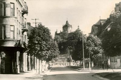 Yaroslava Mudroho street and the building №12 on the background of St. George mountain