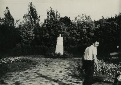 Monument to Yaroslav Halan in the park named after Bohdan Khmelnytskyi