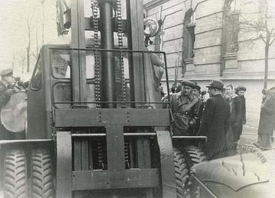 The first forklift at Lystopadova demonstration
