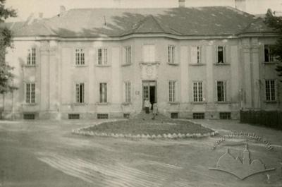 Regional state library on Halytska square, 10