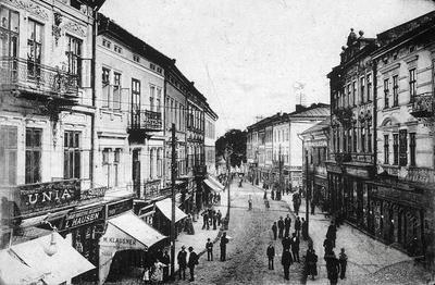Stores on Frantsyskanska street