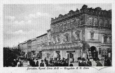 "Rynok square, A-B line ""Staryi Zamok"" in Polish Renaissance style"