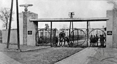 Центральний вхід до Янівського табору смерті