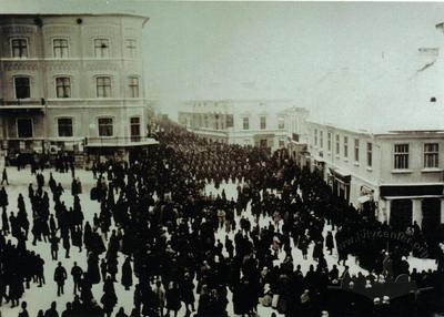 Crowd on Central Square