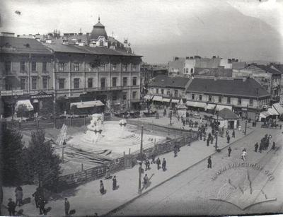Central Square with Unification Monument