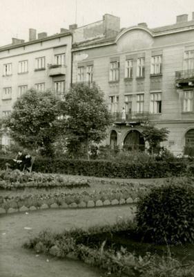 Public garden on Tsekhova street
