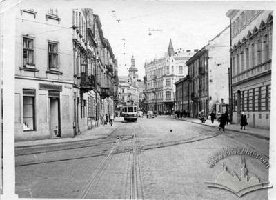 "Ivana Franka street and entrance to ""Druhyi litniy"" cinema"