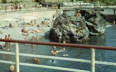 """Відпочивальники спортивно-оздоровчого табору """"Політехнік"""" на пляжі"""