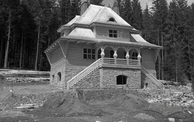 Frontal view of Carpathian shelter