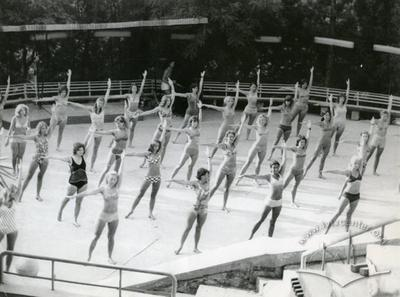 """Заняття гімнастикою в спортивно-оздоровчому таборі """"Політехнік"""""""
