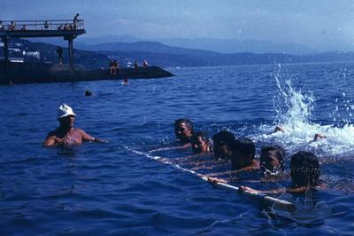 """Вправи на воді спортсменів спортивно-оздоровчого табору """"Політехнік"""""""