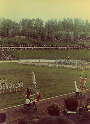 """Масові багатопланові постановочні гімнастичні композиції на спортивному святі на стадіоні """"Юність"""""""