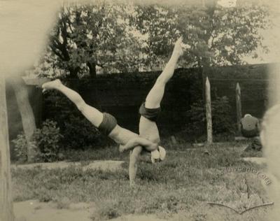 Заняття гімнастикою в літньому таборі Львівського політехнічного інституту