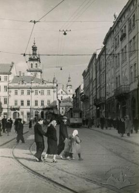 On Rynok square