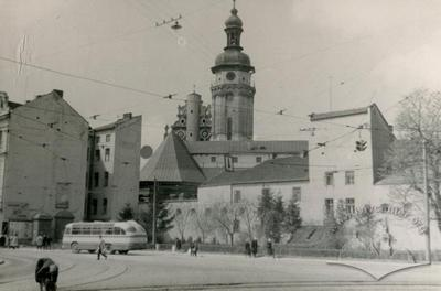 Crossroads of Lenina and Radianska streets (Lychakisvka and Vynnychenka streets now)