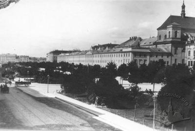 Svobody avenue with view on governial administration building