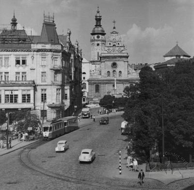 Halytska square