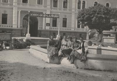 Палац у Демні