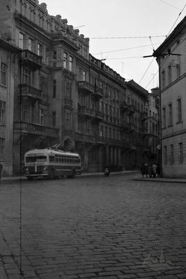 Trolleybus on Saksahanskoho street