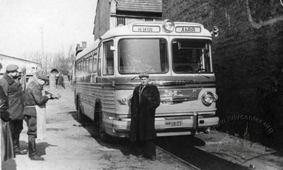 Автобус в автопарку на пл. Князя Святослава, 4