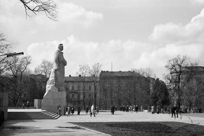 Monument to Ivan Franko at the bottom part of park named after Ivan Franko