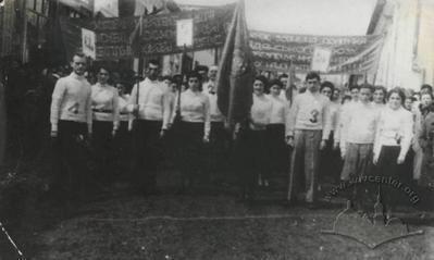 Першотравнева демонстрація  робітників трикотажної фабрики «Червона зірка»