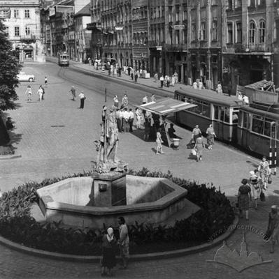 Rynok square and a fountain with sculpture of Neptune