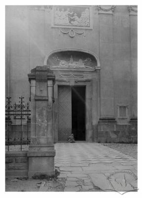 Вхід до костелу Св. Вавжинця