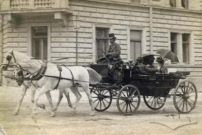 Horsedrawn Carriage on the Corner of Asnyka Street