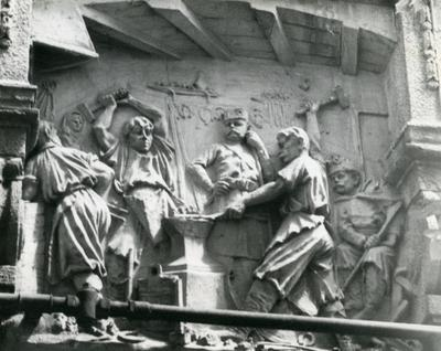 Building at 5 Horskoii st. Bas-relief