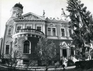 Будинок Національного музею у Львові(колишня вілла Дуніковського) на вул. Драгоманова, 42