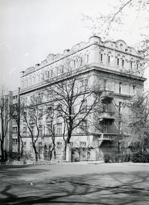 Building at 11 Samchuka St.
