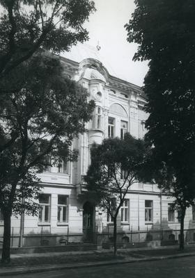 Building at 8 Parkova St.
