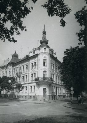 Building at 6 Parkova St.