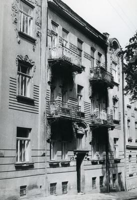 Building at 128 Franka St.