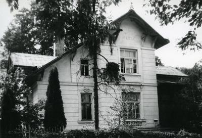 Building at 122 Franka St.