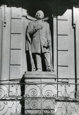 Sculpture of Adam Mickiewicz at 28 Franka St.