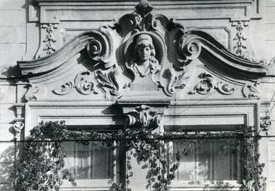 Fragment of the façade at 43 Franka St.