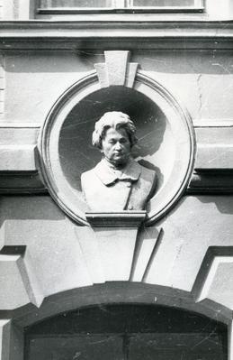 Bust of Adam Mickiewicz at 104 Franka St.